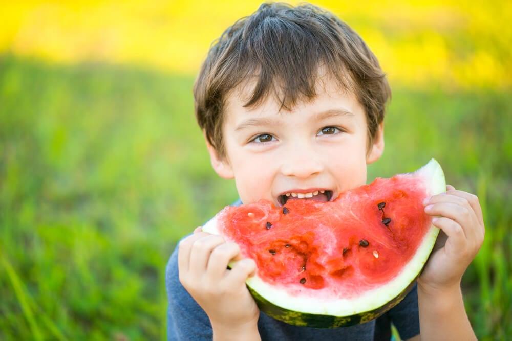 Qué hacer si un niño no quiere comer fruta y verdura