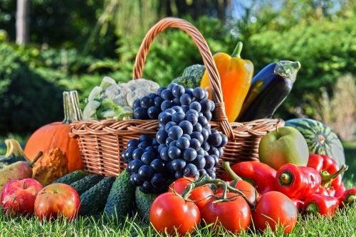 Una buena alimentación forma parte preventiva del tratamiento de la hernia inguinal