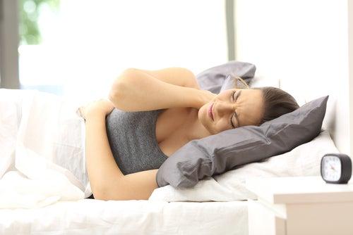 La fibromialgia provoca alteraciones en el sueño por los dolores