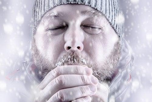 Hombre con frío