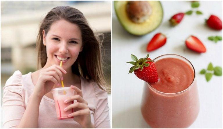 Cómo preparar un smoothie energético con aguacate, fresas y agua de coco