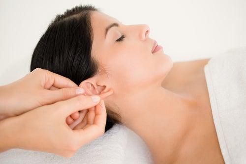 Cómo deshacerse de un dolor de cabeza detrás de las orejas