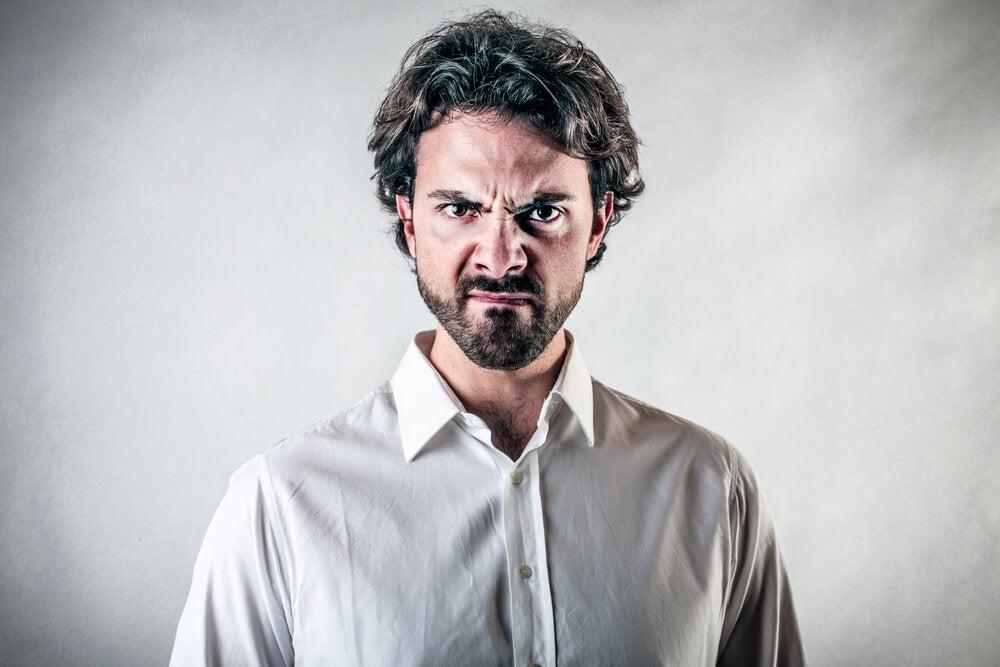 Ataque de ira manifestado en la cara.