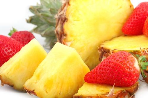 Piña, limón y fresas