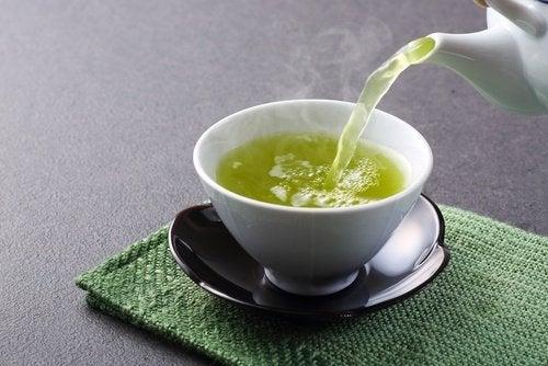 infusion-de-te-verde-remedio-para-la-piel