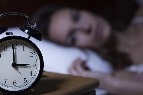 Insomnio y dolor de cabeza al levantarte por la mañana