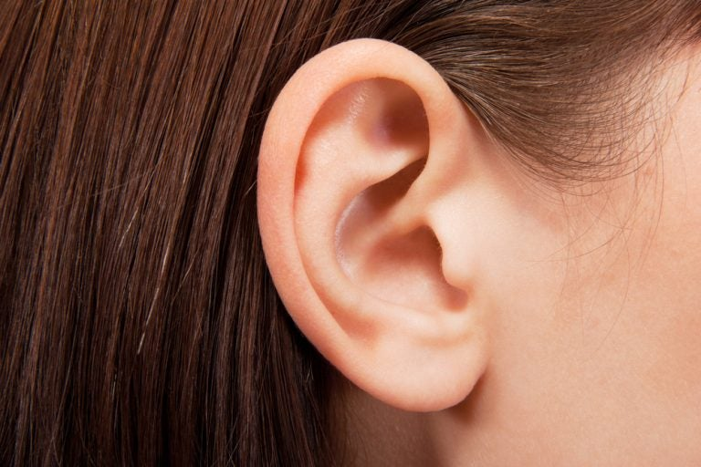 Tengo un bulto detrás de la oreja. ¿Qué puedo hacer?