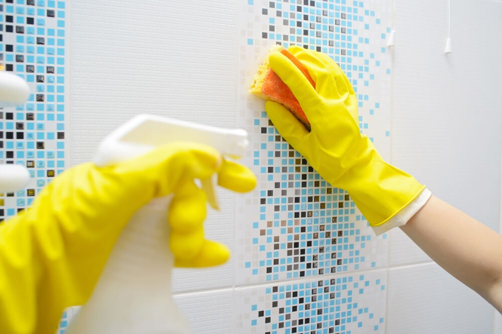 Trucos sencillos para desinfectar el baño
