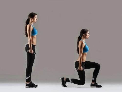 Zancadas con mancuernas para los músculos de las piernas