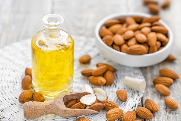 El aceite de almendras presenta múltiples propiedades.
