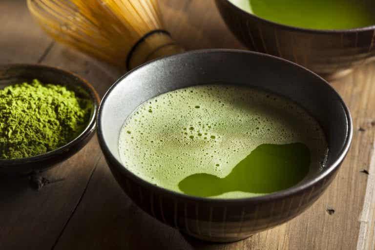 Tónicos y mascarillas de té verde para combatir el acné