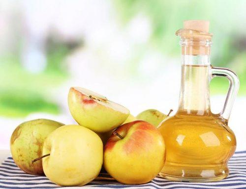 Tónico de vinagre de manzana y té verde para combatir el acné
