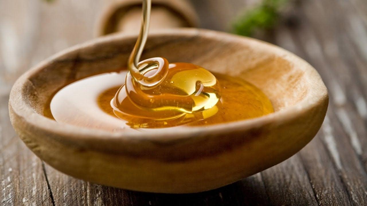 Máscara de mel e morangos para desintoxicar a pele do seu rosto