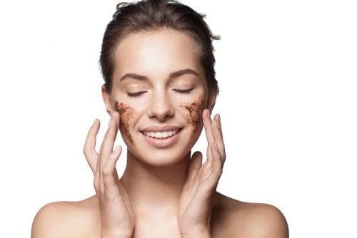 Descubre cuál es el mejor exfoliante facial según tu tipo de piel