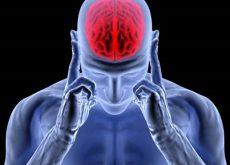 hombre con cerebro rojo representando la adrenalina