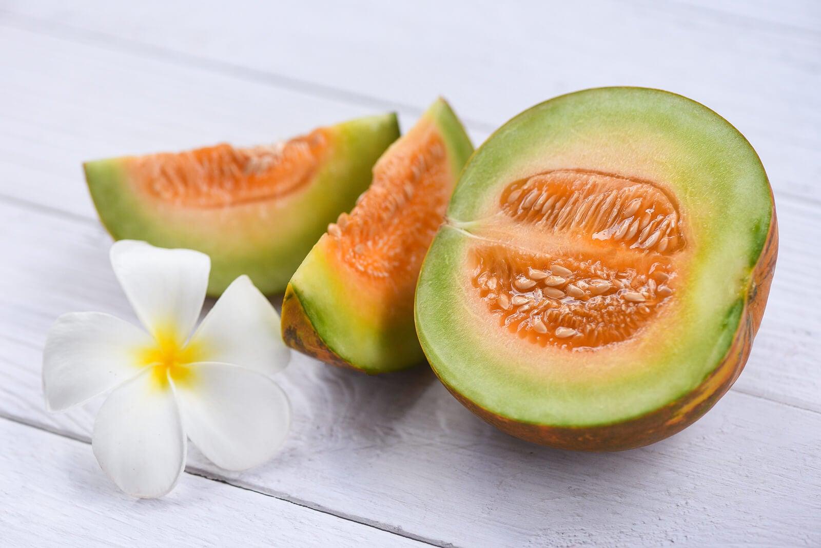 El melón es una fruta rica en agua.