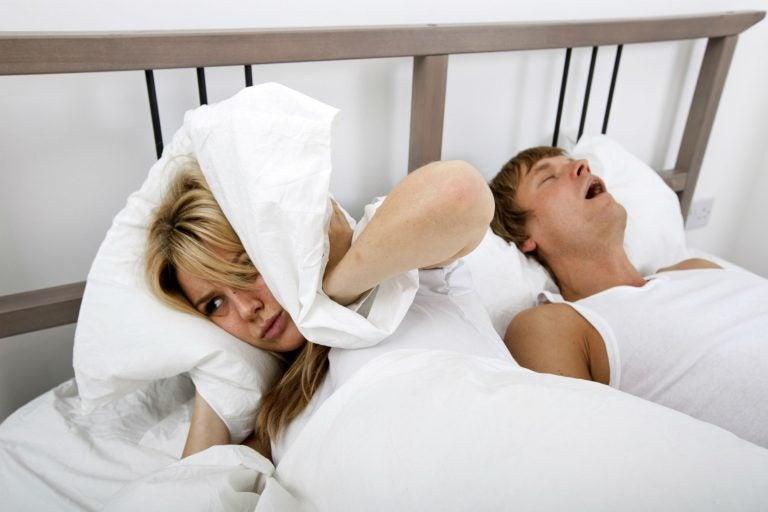 ¿Tu pareja habla por la noche mientras duerme?