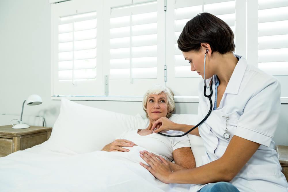 Persona mayor en el hospital