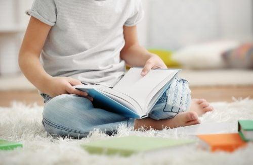 La dislexia dificulta en gran medida el desarrollo de la lectura.
