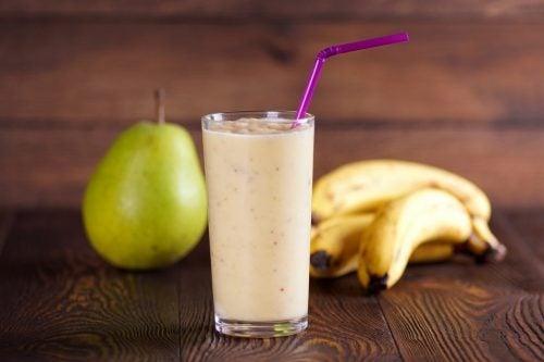 El zumo de pera y plátano puede ser muy útil frente a la gastritis.