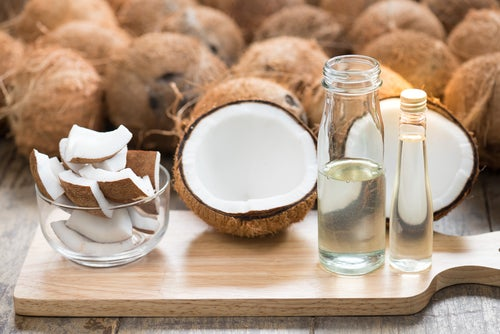 Aceite de coco para preparar bombones de cacao