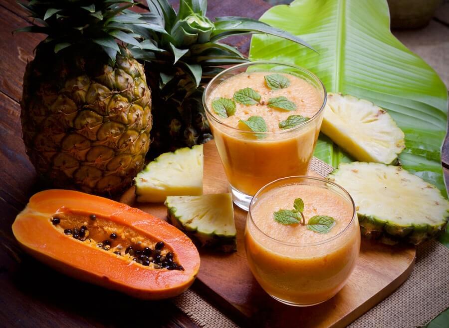 Remédio caseiro à base de mamão e abacaxi para inflamação abdominal