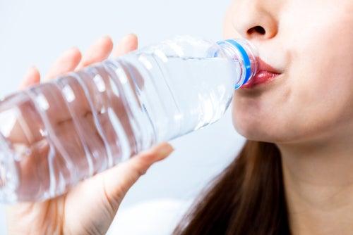 Beber-dos-litros-de-agua-al-dia-es-recomendable