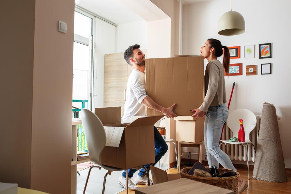 Cargar cosas pesadas puede aumentar tu dolor de espalda
