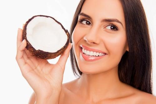 Cámbiate al uso de pasta dental con aceite de coco