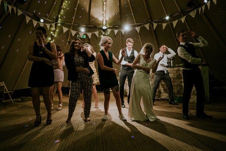 El baile, uno de los mejores ejercicios para hacer en familia