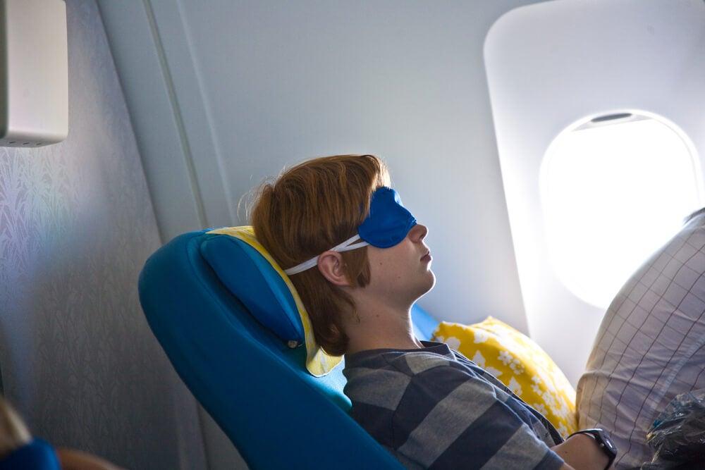 Trucos para aquellos que no pueden quedarse dormidos en un avión: inclina tu asiento al máximo