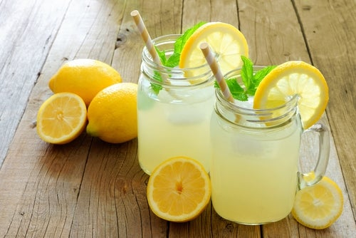 beneficios de beber limonada