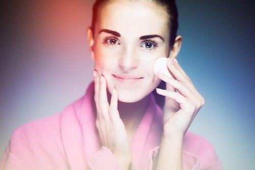 Limpiar la piel con productos suaves