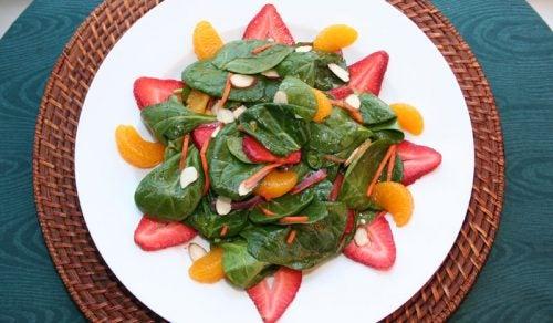 Usa las mandarinas al preparar ensaladas