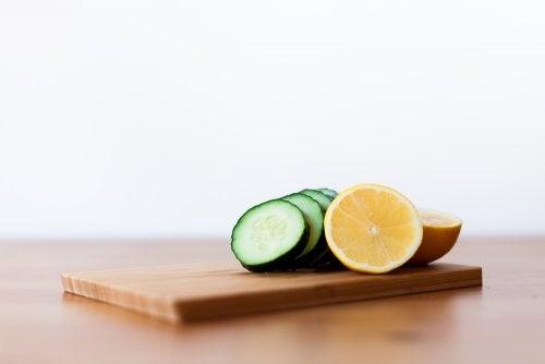Mascarilla peel-off de pepino, limón y gelatina