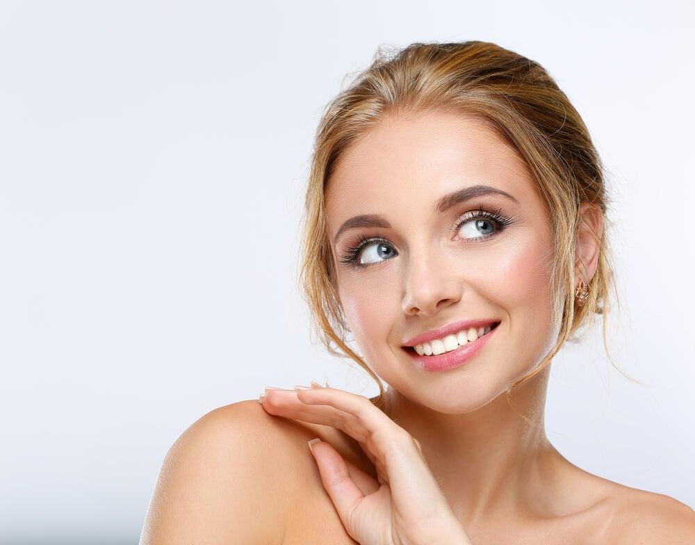 Para mantener tu piel hidratada, vigila el maquillaje