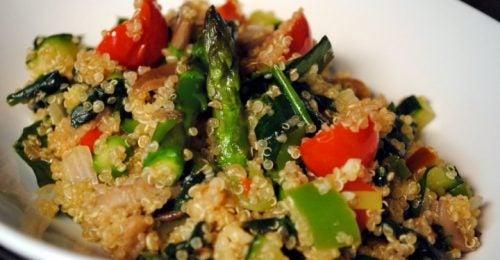 Ensalada griega con quinoa