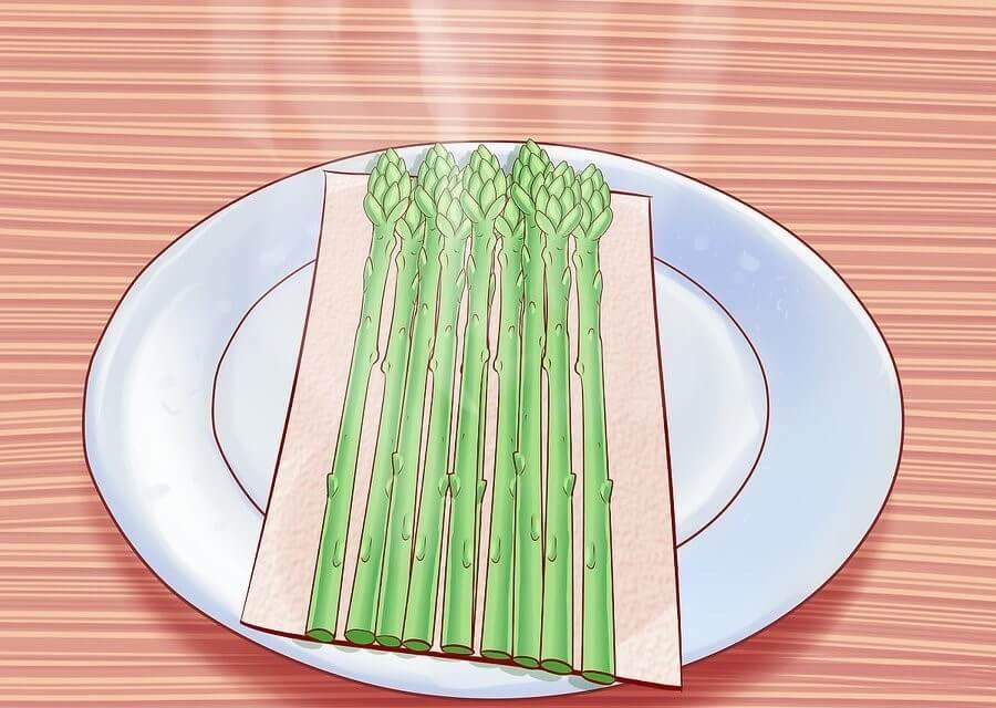 6 razones para comer espárragos y cómo cocinarlos