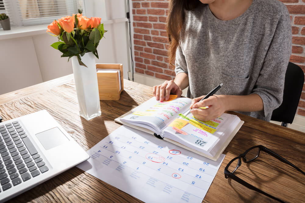 Organizar-el-dia-a-dia-con-notas-o-una-agenda-es-beneficioso