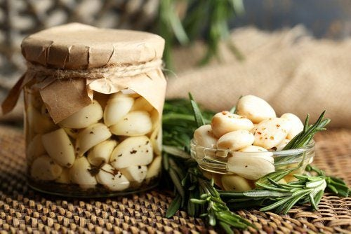 aceite aromatizado de romero y ajo