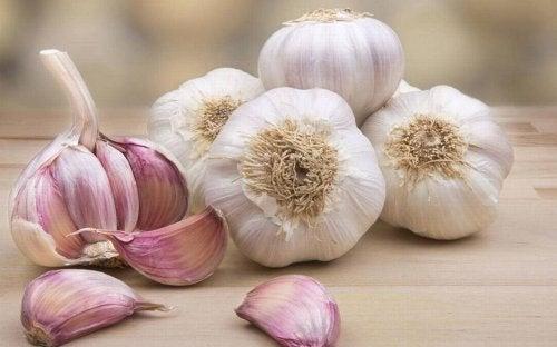 4 formas de usar el ajo para tratar la hipertensión