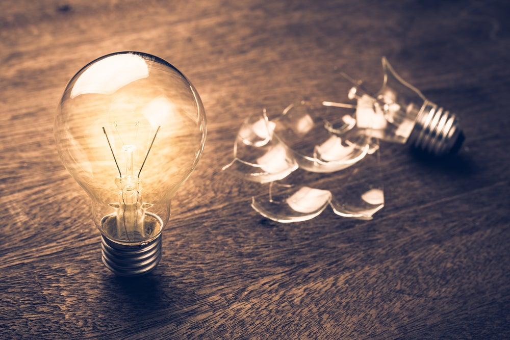 Las bombillas contribuyen a dar luminosidad a nuestros hogares.