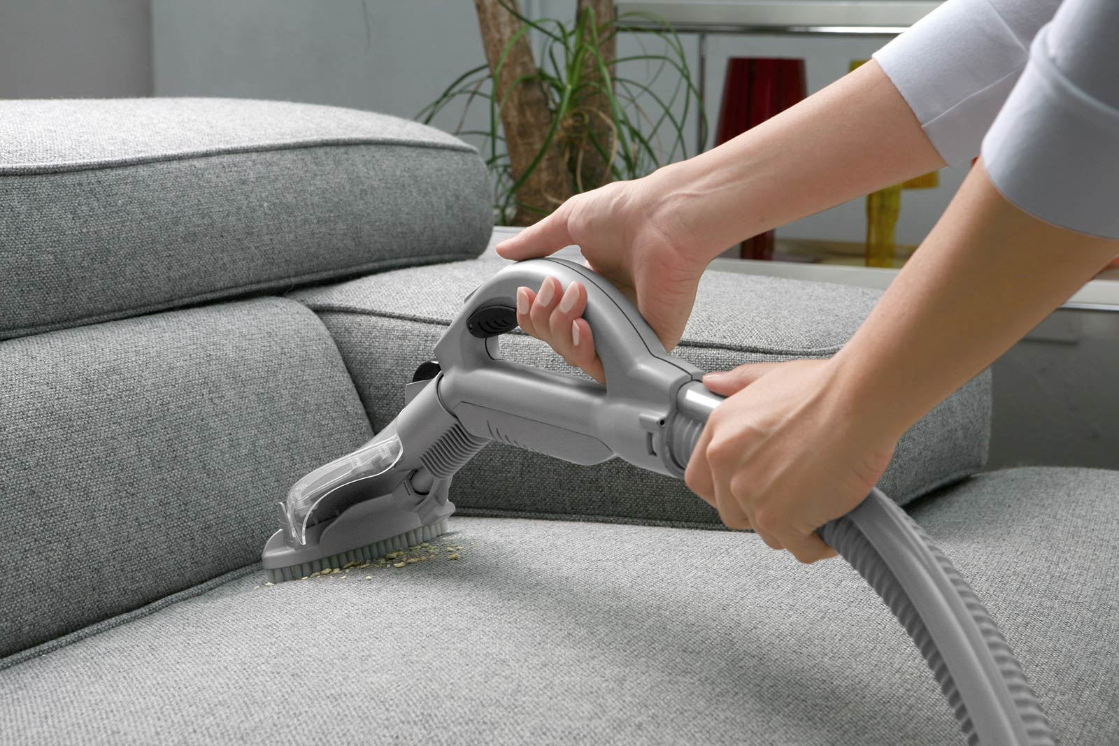 aspirar-el-sofá