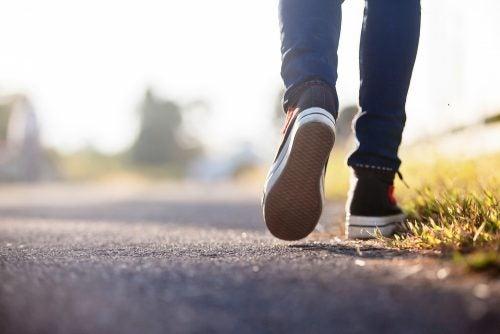 caminar-puede-ayudar-con-los-problemas-de-próstata