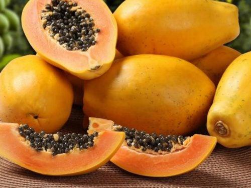 El colon y la papaya.