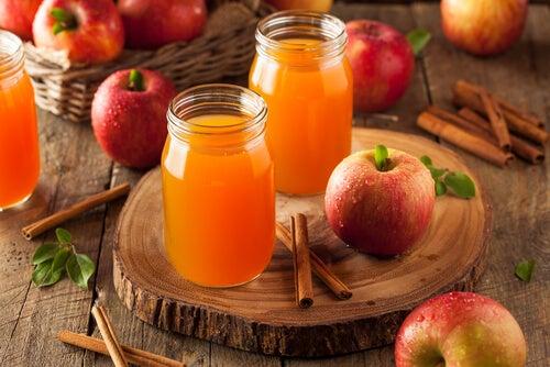 Jugo de manzana con canela