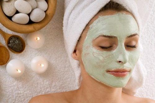 4 mascarillas faciales para combatir los problemas de verano