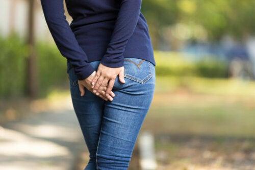 ¿Por qué me aparecen granos en las nalgas?