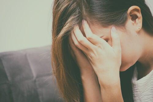 Mujer llorando con depresión
