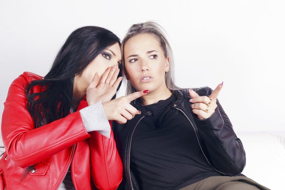 mujeres-criticando